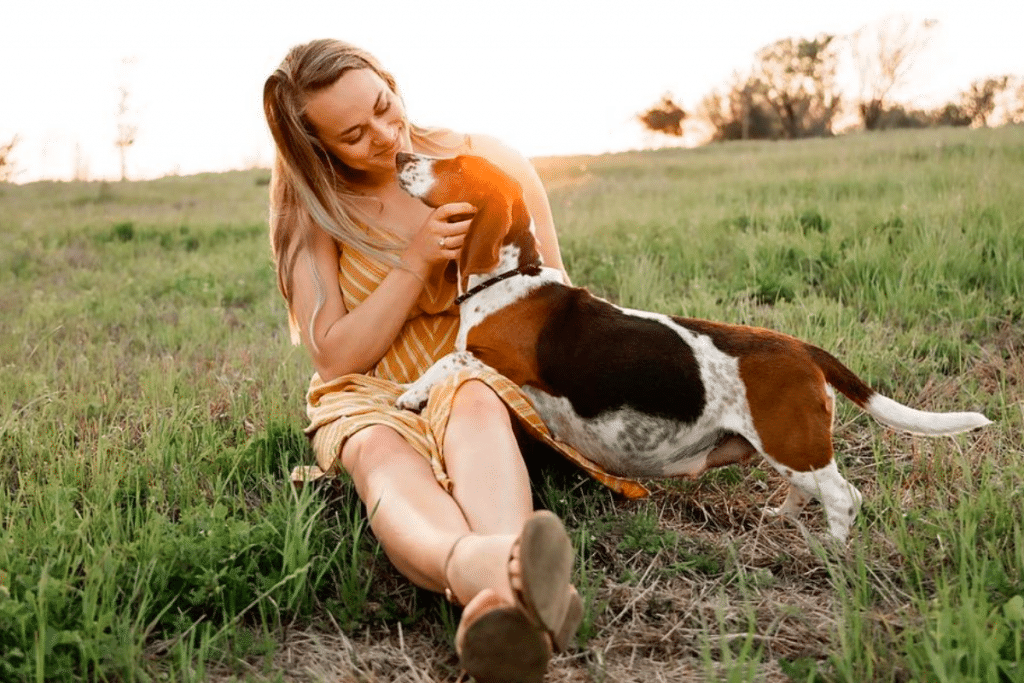 Houston Dogowner Held A Maternity Shoot For Pregnant Foster And It's Adorably Wholesome