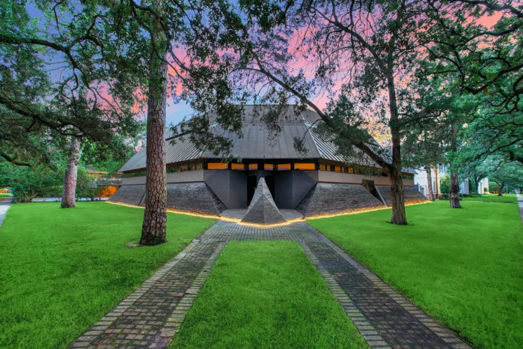 See The Darth Vader House In Houston That Has The Internet Going Wild