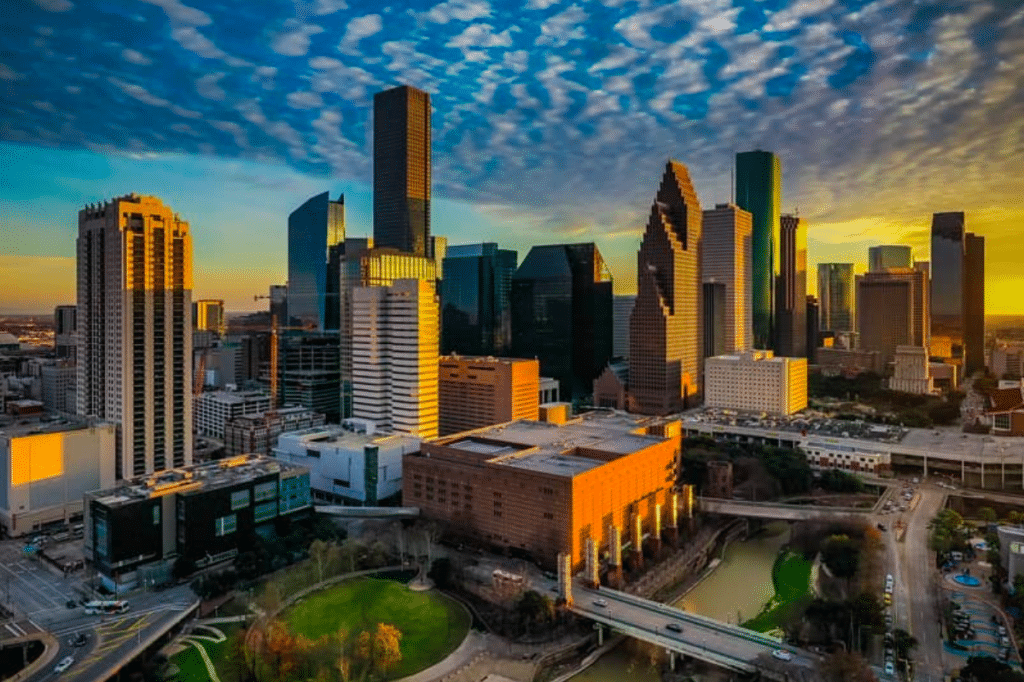 20 Of The Best Responses To 'Tell Me You Live In Houston Without Telling Me You Live In Houston'